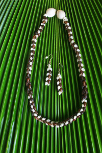 Ni'ihau jewelry in the heliconia poleho style