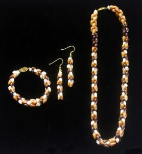 Ni'ihau jewelry in the ponapona style